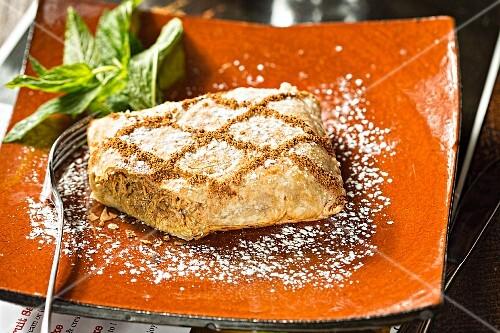 Cinnamon chicken in filo pastry