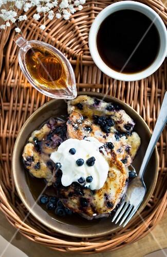 Yoghurt pancakes with blueberries