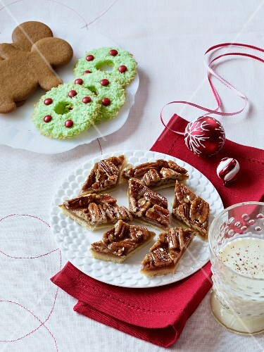 Pecan Nut Gingerbread Christmas Wreath License Images