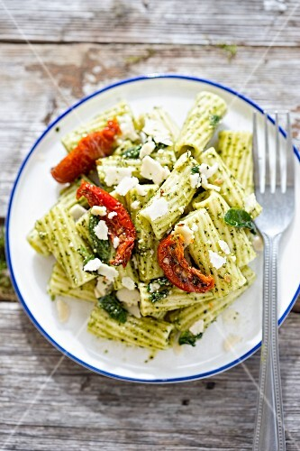 Pasta salad with pesto and dried tomatoes