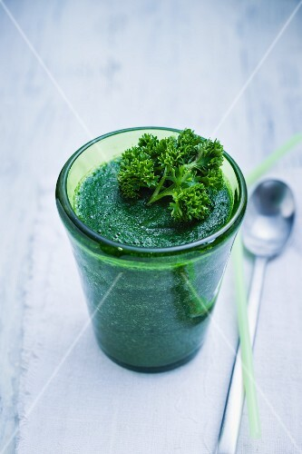 A green smoothie made with cucumber, apple and parsley