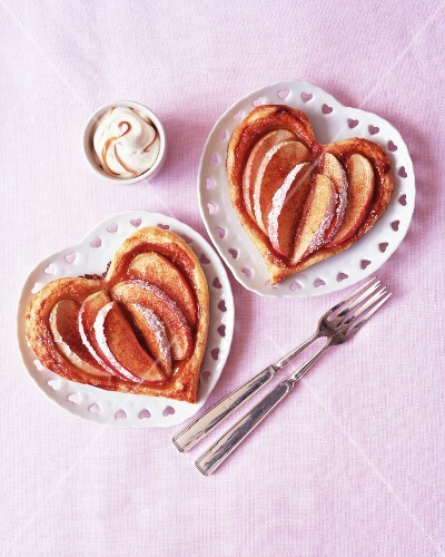 Heart-shaped pastries with apple wedges