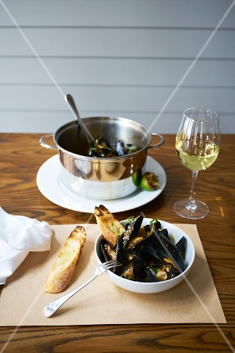 Mussels with grilled lime, sesame seeds and coriander served with ciabatta bread and white wine