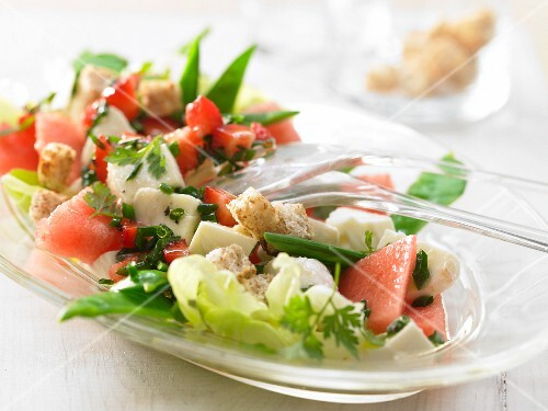 Melon & mozzarella salad with croutons
