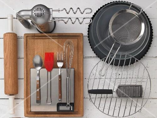 Kitchen utensils for making a tart