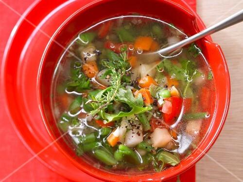 Quick minestrone with rocket (vegetarian)