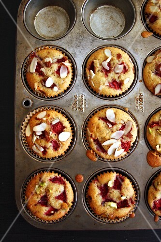 Strawberry and almond muffins