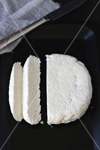 Sliced paneer cheese