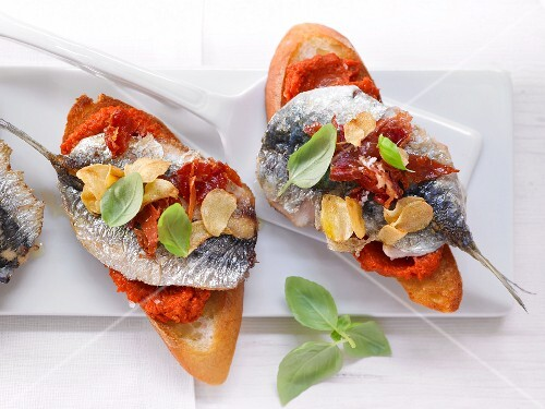 Pepper crostini with sardines