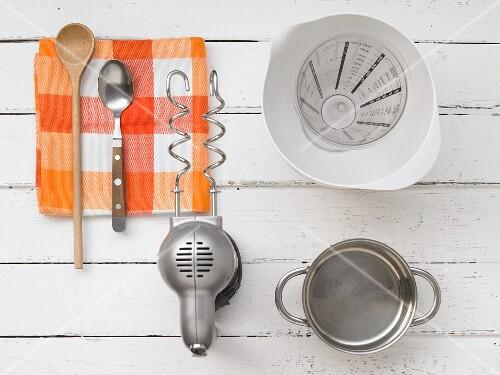 Kitchen utensils for preparing yeast dough