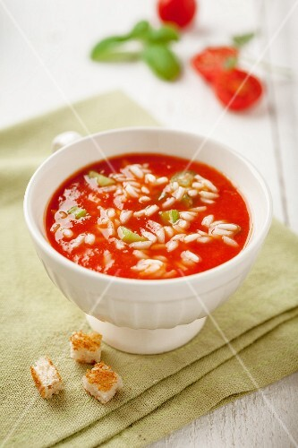 Roasted tomato soup with rice and croutons