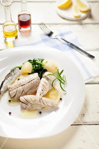 Marinated tuna with lemon and new potatoes