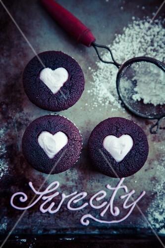 Herz Muffins Zum Valentinstag Bilder Kaufen 11985704 Stockfood