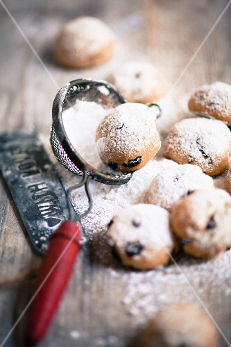 Christmas pastries with currants and icing sugar