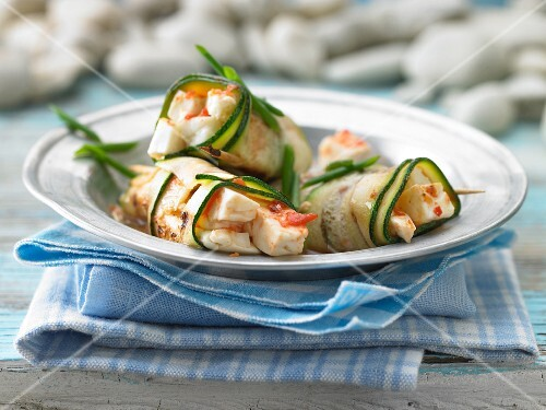 Grilled courgette rolls with sheep's cheese