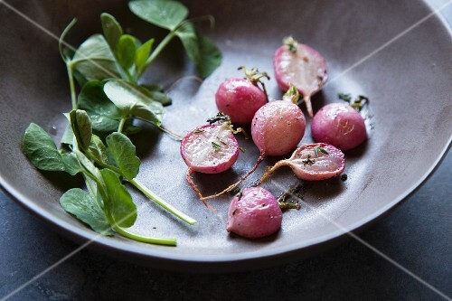 Roasted radishes with watercress