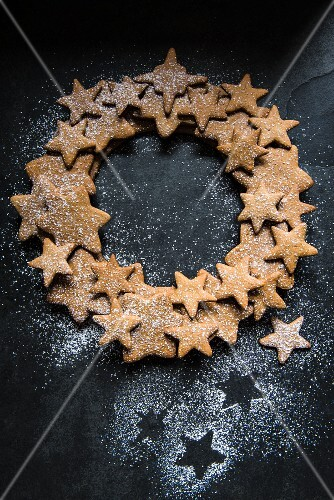 A wreath made of gingerbread stars