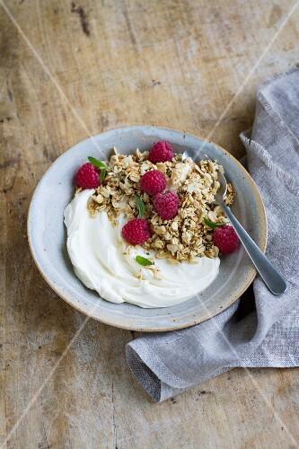 Granola muesli wit quark and raspberries