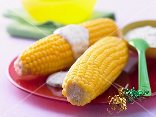 Corn on the cob with parsley mayonnaise