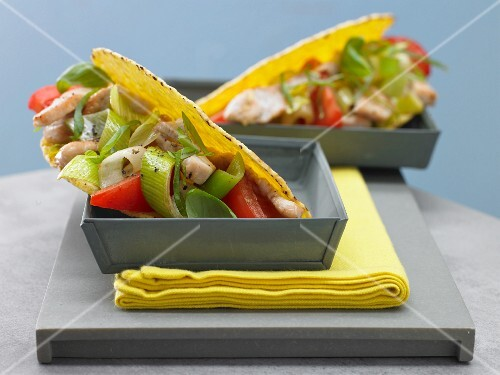 Tacos with turkey and tomato