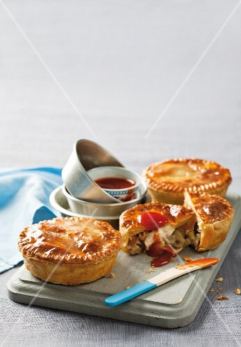 Chicken pies with ketchup