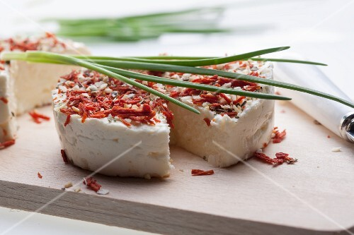 Cream cheese with dried tomatoes and chives