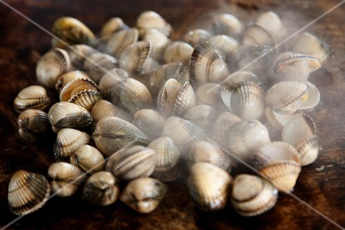Steaming grilled cockles