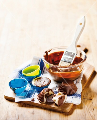 Eiskonfekt (chilled chocolates made with coconut oil) with almonds, chilli and chocolate