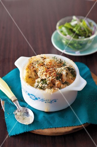 Cauliflower bake with chicken and broccoli