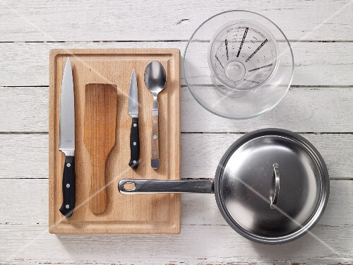 Kitchen utensils for preparing vegetable stir-fries
