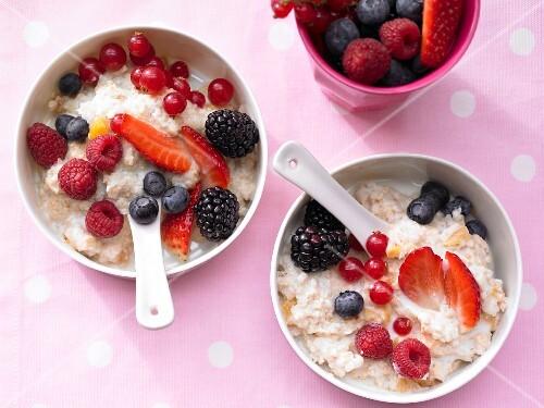 Berry porridge with apricots