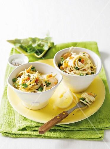 Spaghetti with smoked haddock and peas