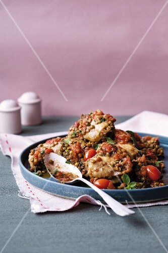 Italian-style chicken thighs with lentils, tomato and basil