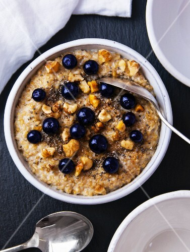Porridge with blueberries, chia seeds and walnuts