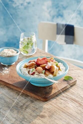 Rhubarb with porridge