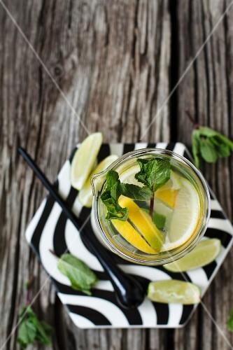 Refreshing lemonade with mint and lemon