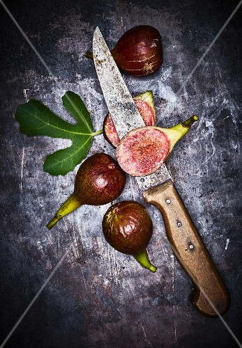 Fresh red figs with a leaf and a knife