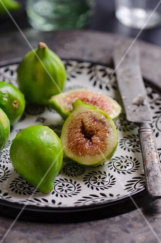 Fresh green figs on a ceramic plate