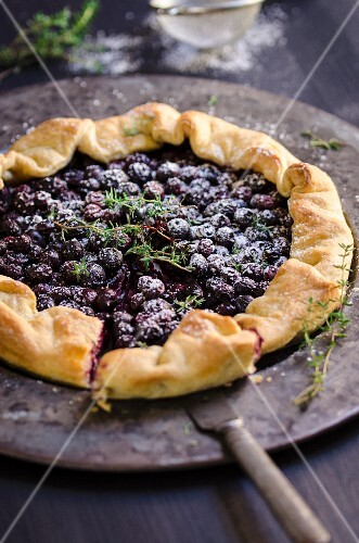 Blueberry tart with thyme