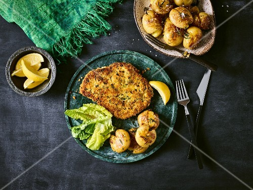 Chicken escalope im breadcrumbs with rosemary potatoes