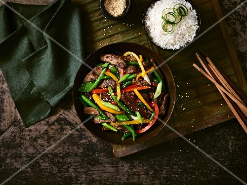 Beef stir-fry with pepper, sesame seeds and rice (Korea)