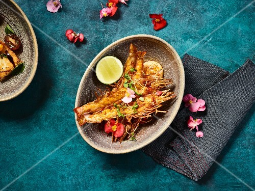 Grilled king prawns seasoned with pepper and served with aioli