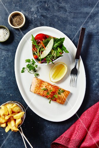 Salmon with chips and salad
