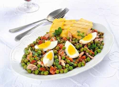 Piselli con tonno e uova (peas with tuna and egg, Italy)