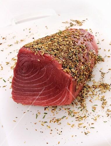 Raw tuna with fennel seeds