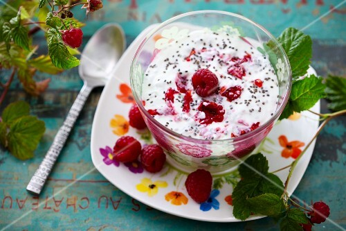 Yoghurt with chia seeds and raspberries