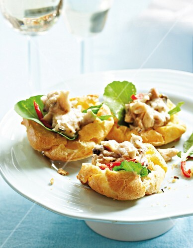 Savoury puffs with a ham and cheese filling