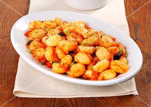 Gnocchi al sugo di pomodoro (potato gnocchi with tomato sauce, Italy)