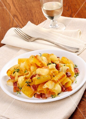 Mezzemaniche with bacon, cheese and thyme