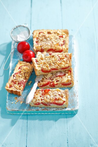 Pum tart with ricotta, flaked almonds and crumble